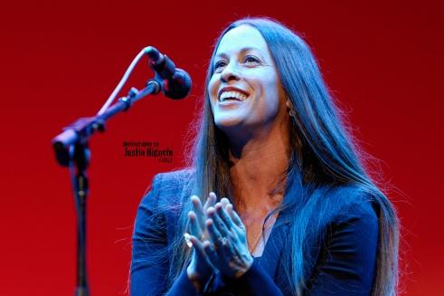 Alanis Morissette, Live Show, Happy, Smiling